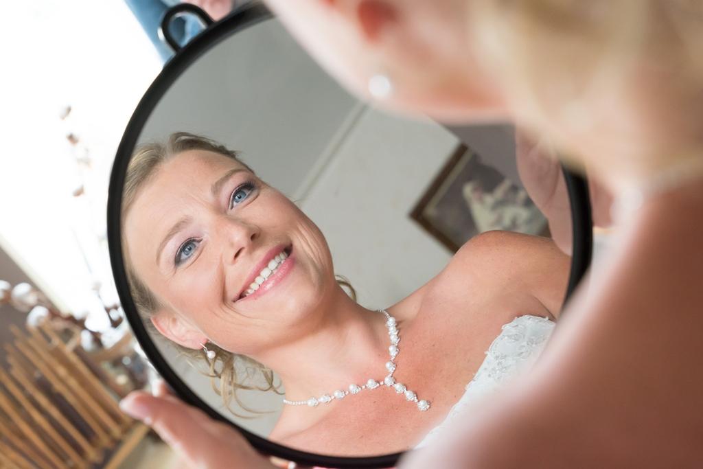 bruid-in-spiegel-fotograaf-friesland