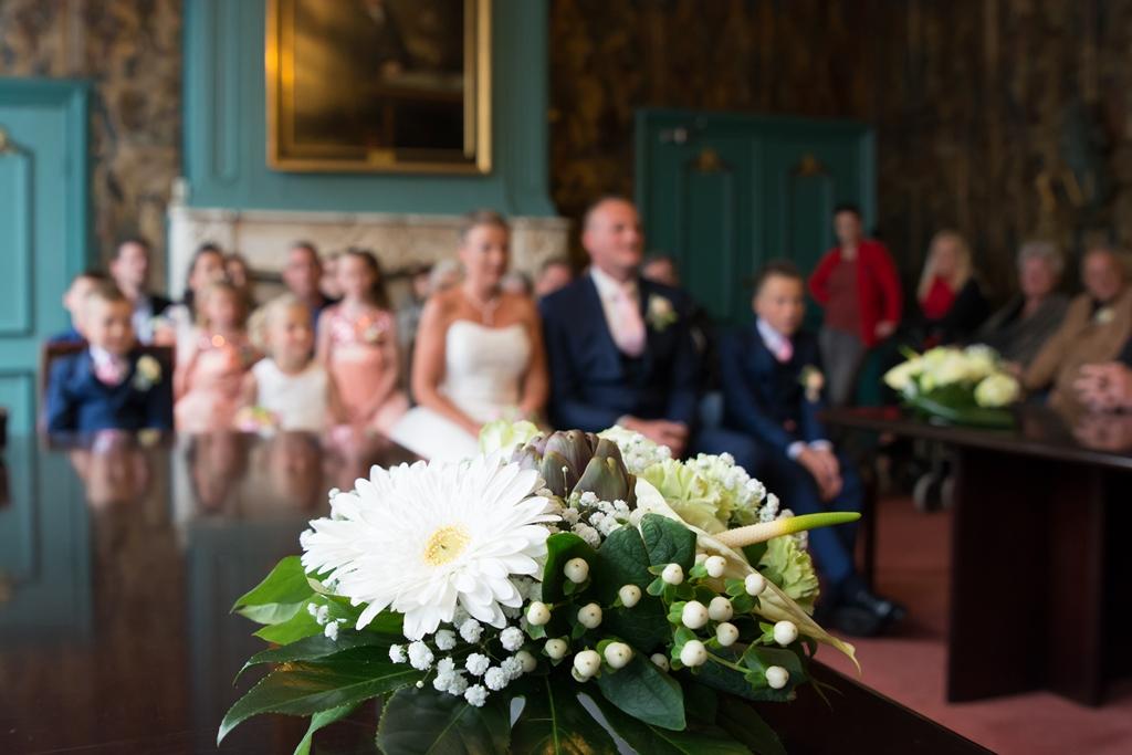 bruidspaar-gemeentehuis-bruidsboekt
