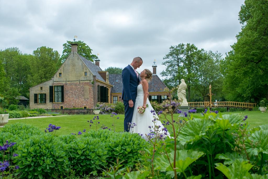 bruidspaar-in-de-natuur-bruidsfotografie