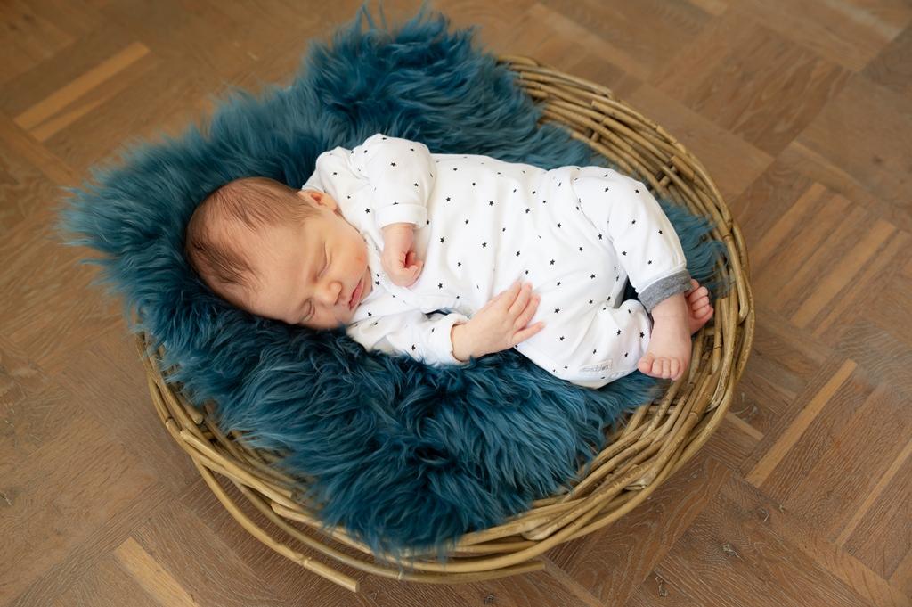 newborn-fotografie-bij-je-thuis-joure-01