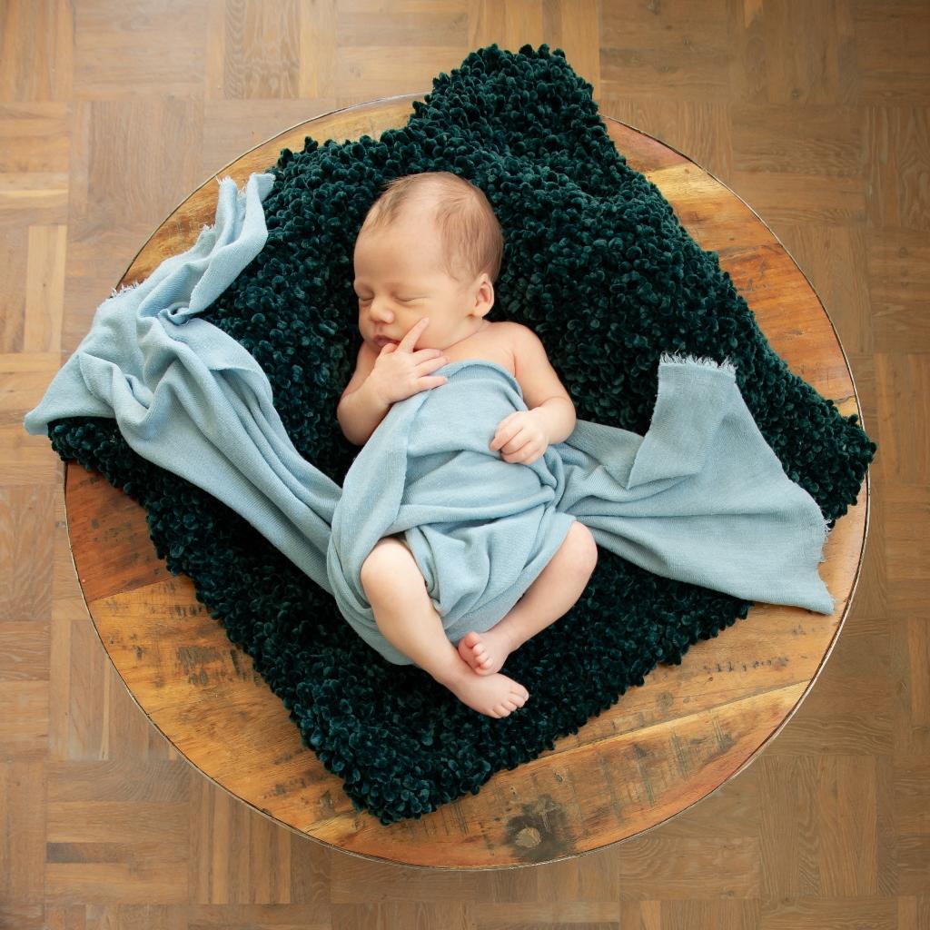 newborn-fotografie-bij-je-thuis-joure-02