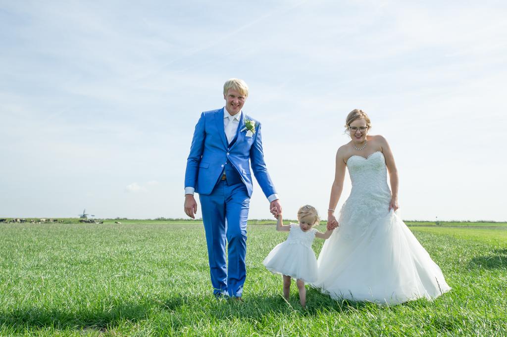 bruidspaar-in-weiland